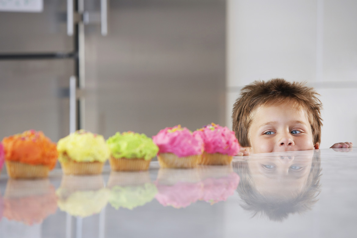 boy-looking-at-cupcakes-1170x780