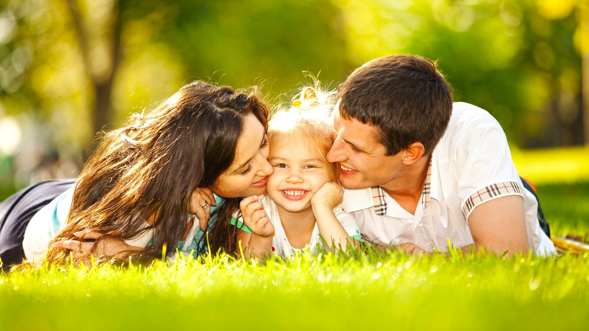 happy-family-couple-love-in-garden