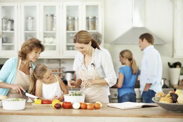 kitchen-family